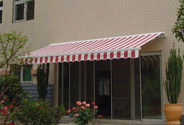济南章丘某小区安装遮雨篷